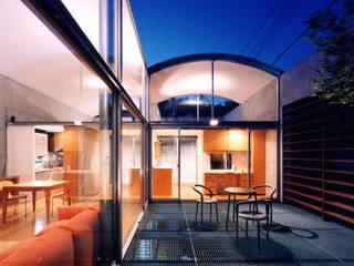 コートハウス ミニマルデザインの テラス の 土居建築工房 ミニマル