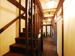 京建具の家: WOOD PROが手掛けた廊下 & 玄関です。,クラシック