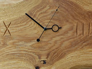 Clock with brushed and oiled oak Meble Autorskie Jurkowski Vestíbulos, pasillos y escalerasAccesorios y decoración