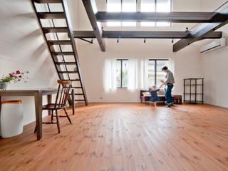 Modern Living Room by 株式会社リボーンキューブ Modern