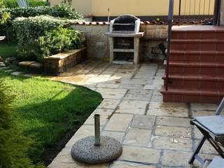 Rifacimento pavimentazione e scala esterna: Giardino in stile in stile Classico di Adragna Ristrutturazioni Srls