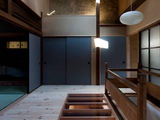 Couloir, entrée, escaliers classiques par アトリエ・ブリコラージュ一級建築士事務所 Classique