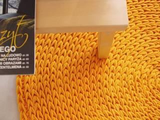 Ręcznie wykonany, dziergany dywan model COPENHAGEN od RENATA NEKRASZ art & design Skandynawski