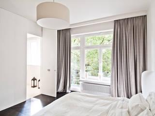 Bedroom by dziurdziaprojekt, Modern