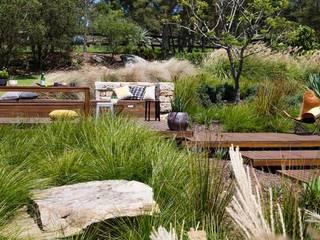 Bio-Schwimmteich mit Holzterrasse Klassische Pools von Ecologic City Garden - Paul Marie Creation Klassisch