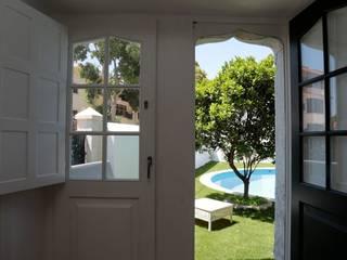 Fenêtres & Portes classiques par shfa Classique
