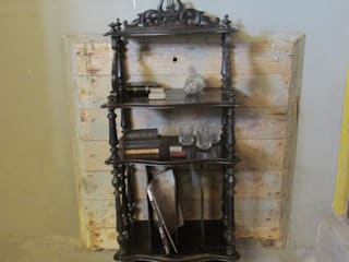Antieke Franse etagere Napoleon III, zwart:   door Were Home, Rustiek & Brocante