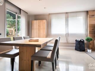 Sala da pranzo in stile in stile Scandinavo di Dröm Living