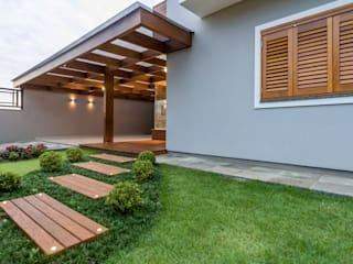 Garage/shed by Plena Madeiras Nobres