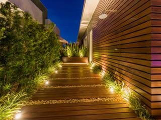 Plena Madeiras Nobres Pasillos, vestíbulos y escaleras de estilo moderno
