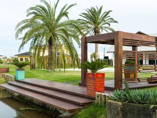 Modern garden by Plena Madeiras Nobres Modern