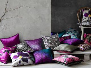 Lauraloves Cushions: modern  by Lauraloves, Modern