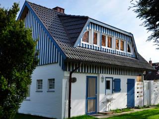 Ansicht  mit neuer Gaube.: skandinavische Häuser von Andreßen Architekten