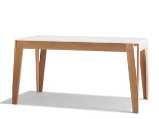 Table MéliMélo en chêne et Corian ®:  de style  par Atelier Hugo Delavelle