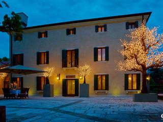 Luci d'estate: Hotel in stile  di EDG Enzo De Gasperi