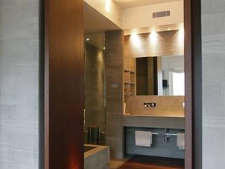 Private House - Milano : Bagno in stile in stile Moderno di MRP ARCHITETTURE SRL