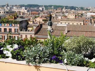 Da Piazza di Spagna al Cupolone Balcone, Veranda & Terrazza in stile mediterraneo di VerdeMaVerde snc Mediterraneo