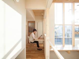 Modern Corridor, Hallway and Staircase by 一級建築士事務所 Atelier Casa Modern