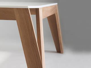 Table basse MéliMélo en chêne et Corian ®:  de style  par Atelier Hugo Delavelle