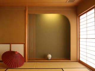 漆喰壁のある家 モダンデザインの リビング の 吉田設計+アトリエアジュール モダン