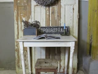 Brocante kleine eet of werktafel, wit en oud:   door Were Home, Rustiek & Brocante