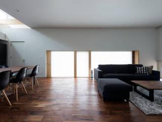 Salon de style  par 一級建築士事務所 Atelier Casa, Moderne