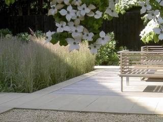 A travers les saisons Moderner Balkon, Veranda & Terrasse von Ecologic City Garden - Paul Marie Creation Modern