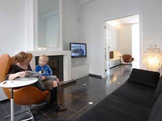 Salas / recibidores de estilo  por aerts+blower bvba, Moderno