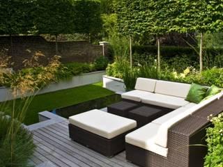 Balcones y terrazas clásicos de Paul Marie Creation Garden Design & Swimmingpools Clásico