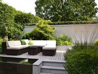 Aus dem Garten wird eine Oase Klassischer Balkon, Veranda & Terrasse von Ecologic City Garden - Paul Marie Creation Klassisch