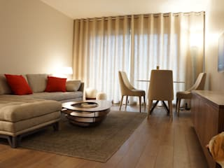PARIS 8 65m²: Salon de style  par blackStones