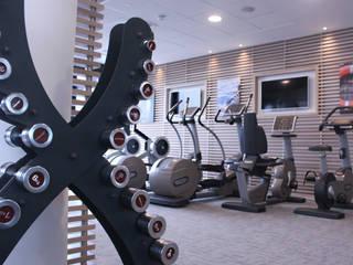 Home Gym: modern Gym by Raw Corporate Health