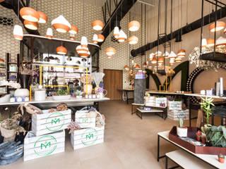 Moz - florist, Dubaï Espaços comerciais industriais por Dominique Herbillon & Edouard Augustin Industrial