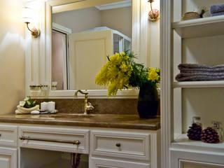 La provenza Italiana - Design degli interni della Villa a Rapallo: Bagno in stile in stile Mediterraneo di NG-STUDIO Interior Design