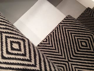 Flatweaves ~ Diamond Stair runner in London home: modern  by Cavalcanti, Modern