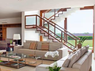 Pasillos, vestíbulos y escaleras de estilo moderno de STUDIO A2 -ARQUITETURA-INTERIORES-PAISAGISMO Moderno