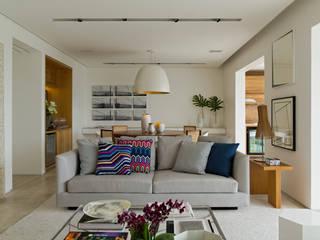 Livings de estilo  por DIEGO REVOLLO ARQUITETURA S/S LTDA.