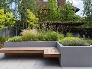 Raised Borders and Seating Modern garden by Borrowed Space Modern
