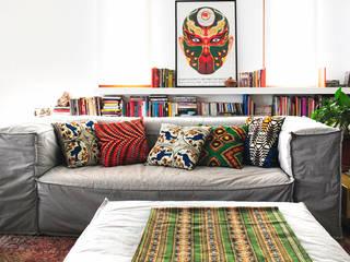 Red Studio 现代客厅設計點子、靈感 & 圖片