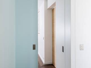 Minimalist bedroom by oPenWall Minimalist