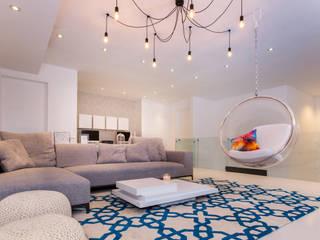 Salas multimedia de estilo moderno por Grupo Arsciniest