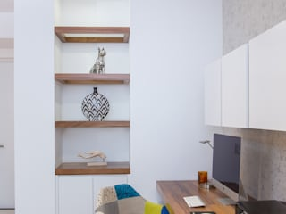 CASA RR8: Estudios y oficinas de estilo  por Grupo Arsciniest