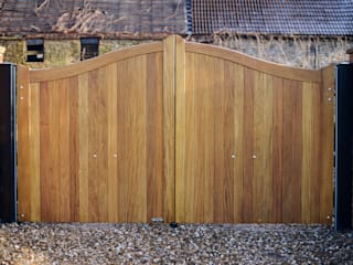 Curved top wooden gate - Idigbo hardwood: country Garden by Swan Gates