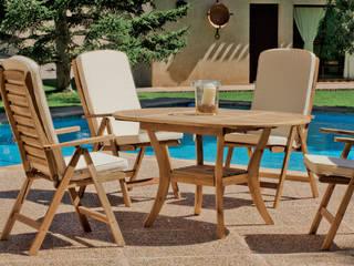 Mesa y sillas de madera de teca para exterior. Mesa extensible.:  de estilo  de MIAHOME TRENDS GROUP SL