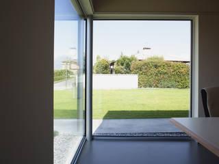 Ufficio DomusGaia Finestre & Porte in stile minimalista