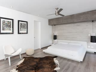 CASA RR8 Dormitorios minimalistas de Grupo Arsciniest Minimalista