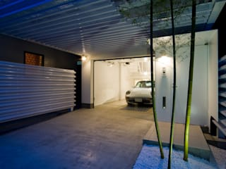 Home to live with Porsche ポルシェと暮す家 モダンな 家 の Kenji Yanagawa Architect and Associates モダン
