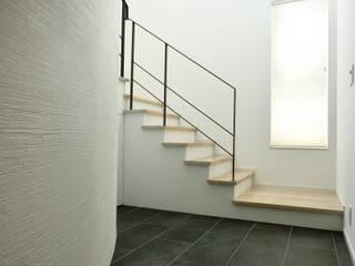 Paredes y pisos modernos de 株式会社スター・ウェッジ Moderno