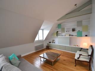 120m2 de combles réunis sous les toits Salon classique par AM DECO Classique