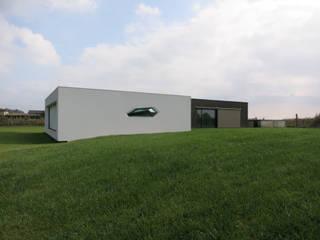 Villa Passiva CD: Case in stile in stile Minimalista di Federico  Cappellina Architetto
